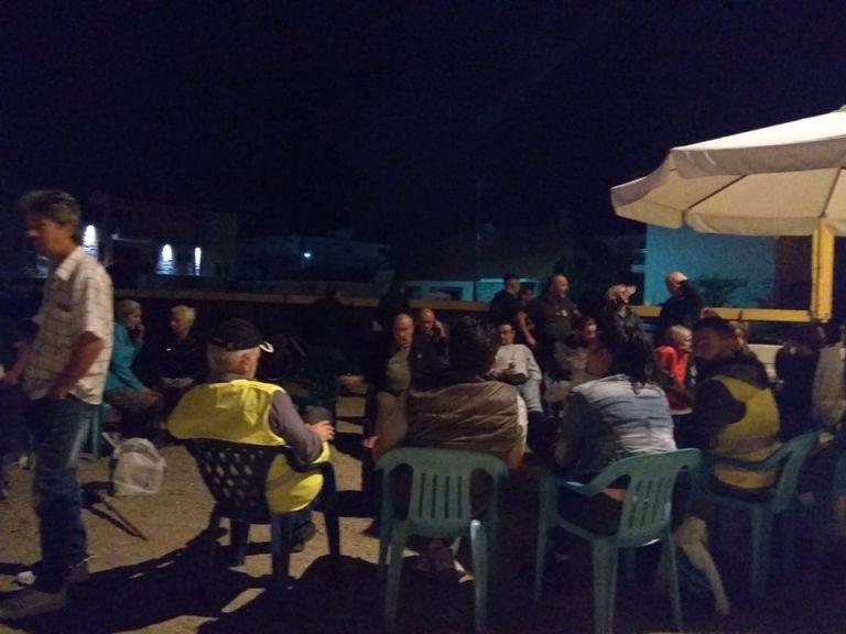 Νύχτα έντασης στα Βρασνά – Μπλόκο κατοίκων σε λεωφορεία με μετανάστες   tanea.gr