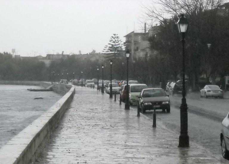 Κέρκυρα: H «Βικτώρια» κατέφθασε με σφοδρές βροχοπτώσεις και πλημμύρες | tanea.gr