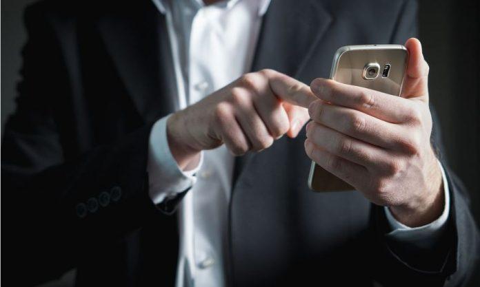 Τσουχτερές χρεώσεις στην κινητή τηλεφωνία - Μειώσεις ζητά από τους παρόχους ο Μητσοτάκης | tanea.gr