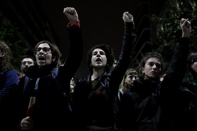 Πολυτεχνείο: Στην αμερικανική πρεσβεία η μεγάλη πορεία - Χιλιάδες νέοι στους δρόμους | tanea.gr