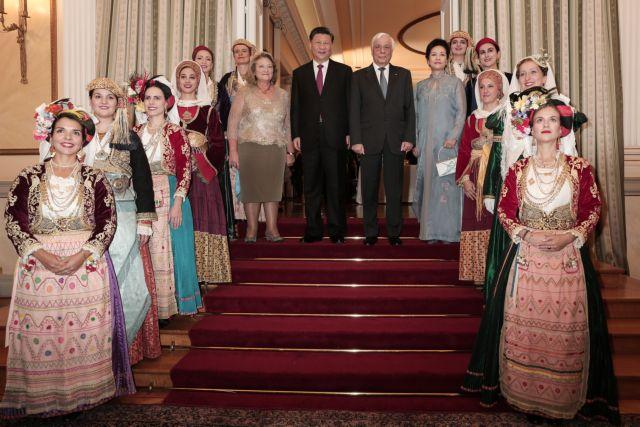 Δείπνο προς τιμήν του Σι Τζινπίνγκ στο Προεδρικό: Μόνο που δεν αγκαλιάστηκαν Τσίπρας και Αδωνης   tanea.gr