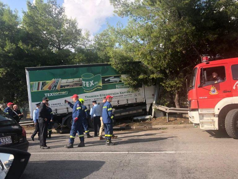 Κυκλοφοριακό κομφούζιο από τροχαίο με φορτηγό στον Κηφισό | tanea.gr