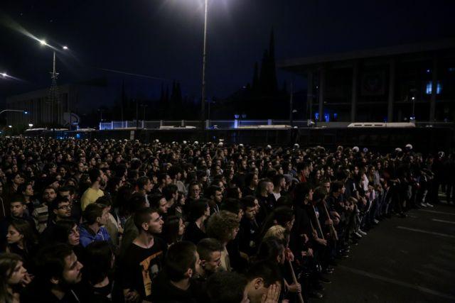 Πολυτεχνείο: Χιλιάδες στους δρόμους για την ιστορική επέτειο - Εντυπωσιακή πορεία | tanea.gr