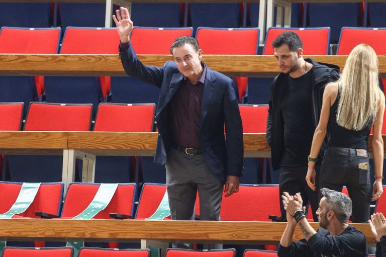 Αποθεώθηκε ο Πιτίνο στην επιστροφή του στο ΟΑΚΑ | tanea.gr
