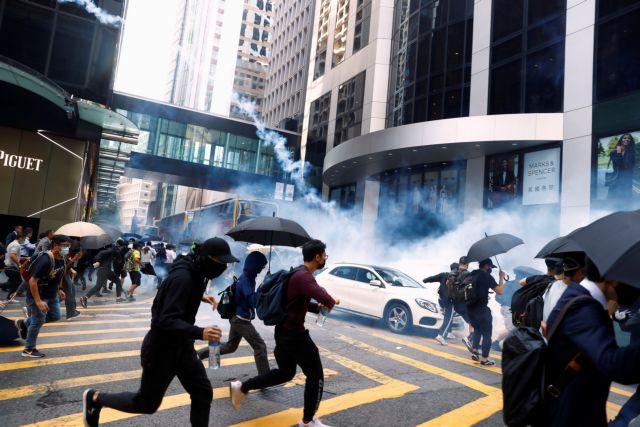 Χονγκ Κογνκ : Αστυνομικός πυροβόλησε διαδηλωτή   tanea.gr