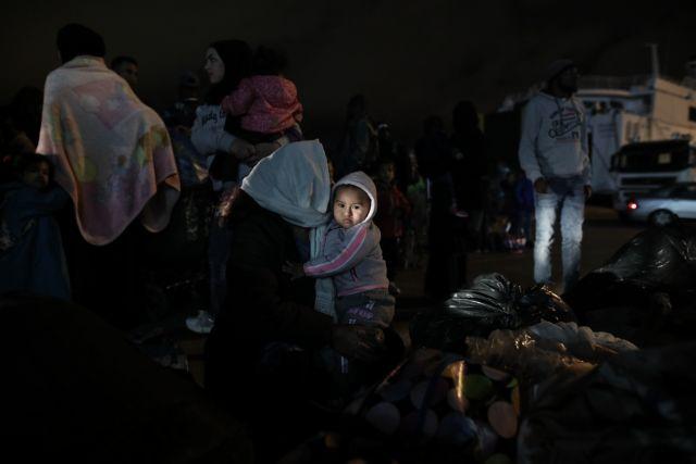Δεκάδες πρόσφυγες από Χίο και Λέσβο έφθασαν στο λιμάνι του Πειραιά | tanea.gr