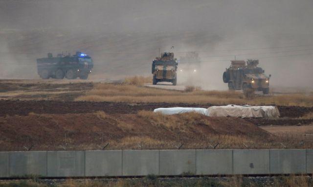 Συρία: Τουρκικό τεθωρακισμένο πατά Κούρδο διαδηλωτή | tanea.gr