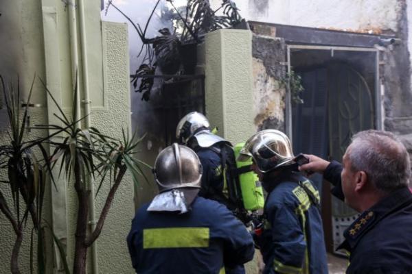 Κυψέλη : Συγκλονιστικές εικόνες από τη φωτιά σε σπίτι | tanea.gr