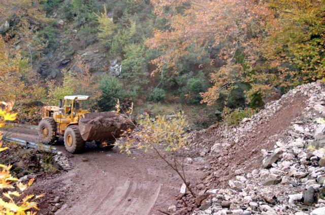 Εκτεταμένη κατολίσθηση στη Ζαχλωρού Καλαβρύτων   tanea.gr