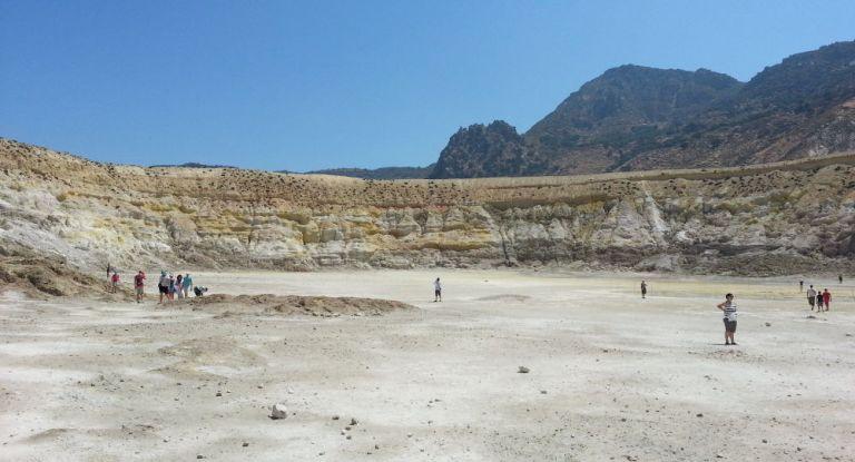 Σοβαρά εγκαύματα στο ηφαίστειο έπαθε Βρετανός τουρίστας | tanea.gr
