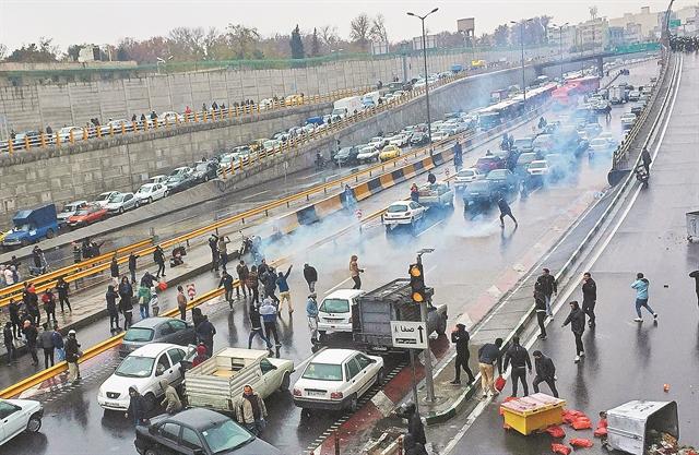 Πόλεμος για την αύξηση στα καύσιμα | tanea.gr