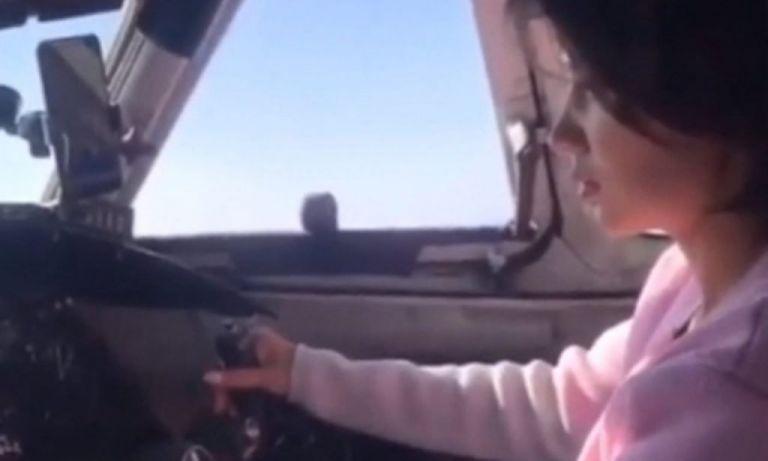 Απίστευτο! 20χρονη... πέταξε επιβατικό αεροπλάνο παρουσία του πιλότου | tanea.gr
