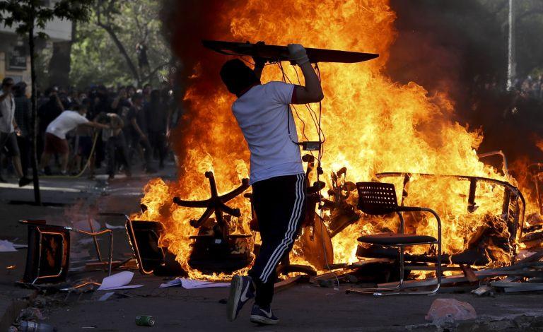 Χιλή : Στους 23 οι νεκροί διαδηλωτές - Σκοτώθηκε 13χρονος σε οδόφραγμα | tanea.gr