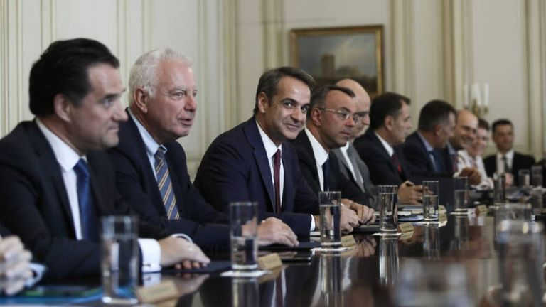 Υπουργικό συμβούλιο : Ο Μητσοτάκης ρίχνει μπροστά όλα τα θετικά μέτρα   tanea.gr