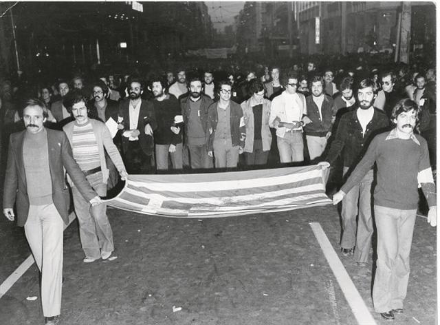 Πολυτεχνείο : Σε ποιον ανήκει η σημαία της εξέγερσης; | tanea.gr