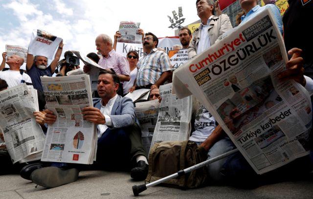 Τουρκία: Παραμένουν 77.000 άνθρωποι στη φυλακή | tanea.gr
