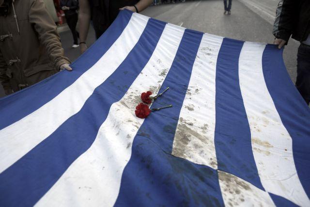 «Ψάχνουν» την ιστορική σημαία του Πολυτεχνείου | tanea.gr