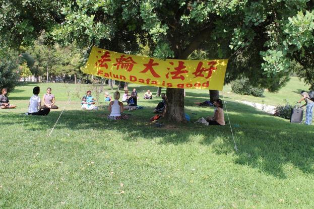 Προσήγαγαν τέσσερα άτομα επειδή έκαναν άσκηση διαλογισμού στο πάρκο Ελευθερίας | tanea.gr
