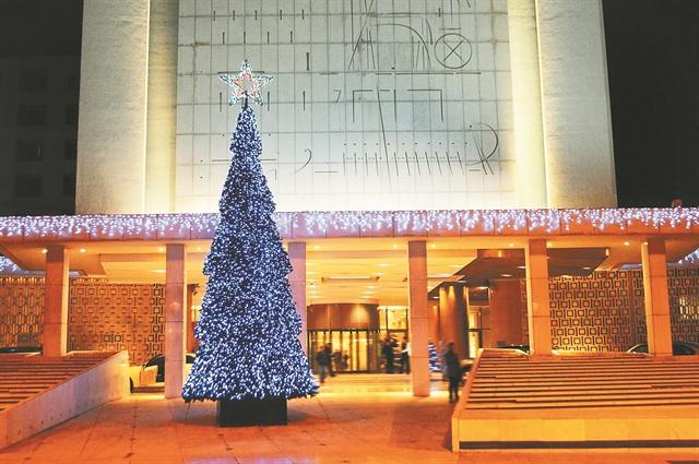 Διαδηλώσεις γύρω από το Christmas tree | tanea.gr