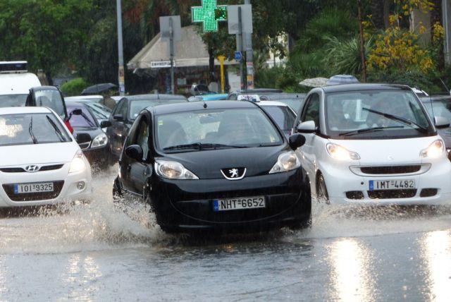 Μεγάλα προβλήματα στους δρόμους λόγω της βροχής | tanea.gr