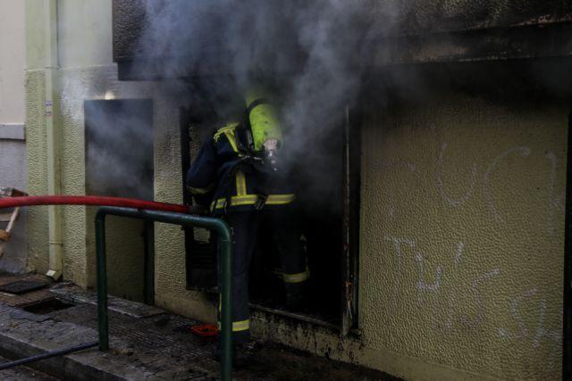 Συγκλονιστικές εικόνες από το φλεγόμενο υπόγειο στην Κυψέλη | tanea.gr