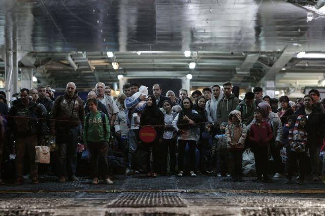 Στο λιμάνι του Πειραιά άλλοι 179 πρόσφυγες από τα νησιά του Αιγαίου   tanea.gr