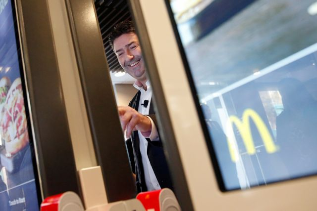 Σάλος: O CEO της McDonald's απολύθηκε λόγω... ερωτικής σχέσης | tanea.gr
