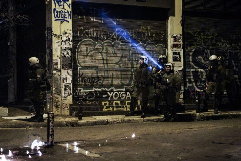 Εξάρχεια : Εφοδος της Αστυνομίας σε πολυκατοικία | tanea.gr