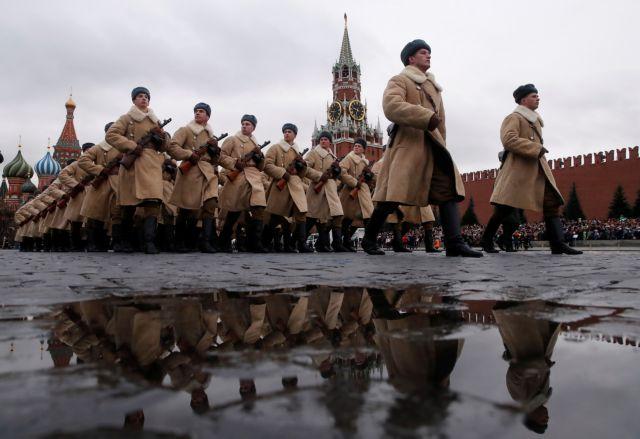 Μόσχα : Αναπαράσταση της στρατιωτικής παρέλασης τού 1941 | tanea.gr
