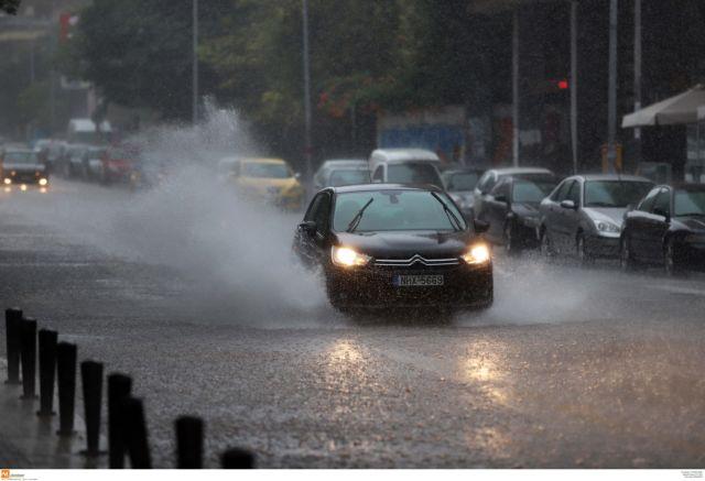 Κακοκαιρία : Πλημμύρες και κατολισθήσεις προκάλεσε η «Βικτώρια»   tanea.gr