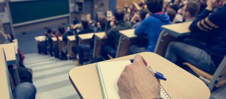 Η Ελλάδα σταματά να βγάζει επιστήμονες: Μόλις 1.624 διδακτορικά το 2018 | tanea.gr