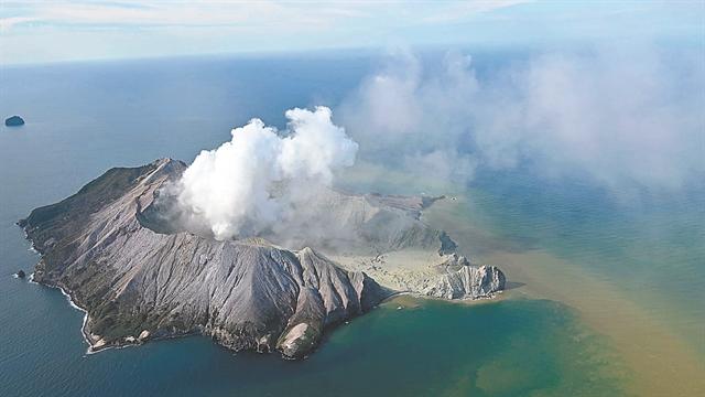 Το ηφαίστειο «κατάπιε» τους τουρίστες | tanea.gr