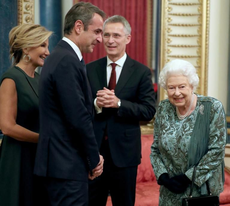 Η Μαρέβα ευχαριστεί την βασίλισσα Ελισάβετ   tanea.gr