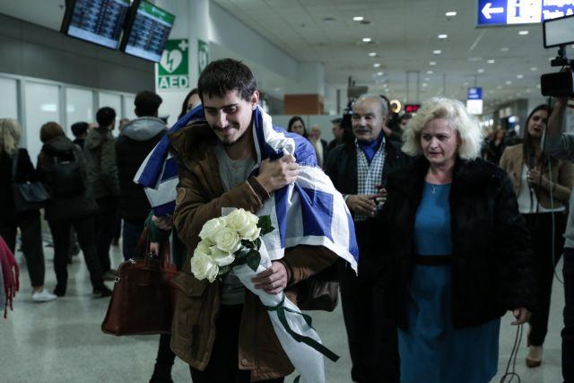Επέστρεψε στην Ελλάδα ο 20χρονος ναυτικός που έζησε τον απόλυτο εφιάλτη στο Τόγκο | tanea.gr