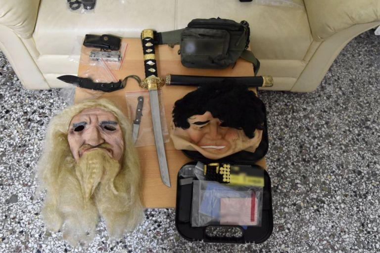 Βοιωτία: Μάσκες, όπλα και φυσίγγια πίσω τη δολοφονία πατέρα και γιου | tanea.gr