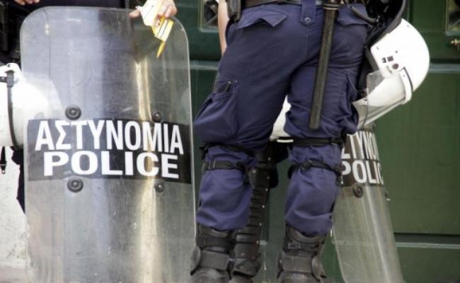 Επεισόδια στο Κουκάκι σε επιχείρηση της Αστυνομίας σε υπό κατάληψη κτίρια | tanea.gr
