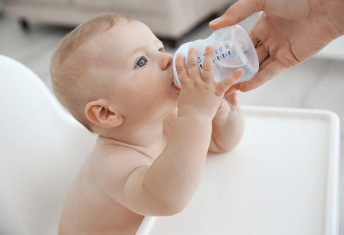 Πώς θα καταλάβετε ότι το μωρό σας έχει αφυδατωθεί | tanea.gr