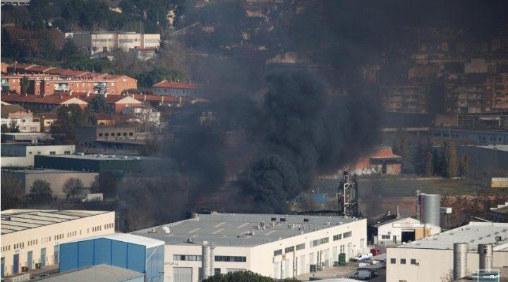 Πυρκαγιά σε εργοστάσιο χημικών στην Καταλονία – Εκκενώθηκε η περιοχή | tanea.gr