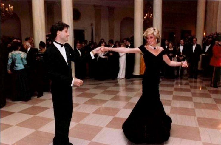 Σε νέα χέρια το «φόρεμα Τραβόλτα» της Νταϊάνα | tanea.gr