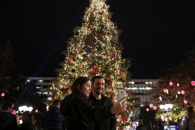 Πότε πρωτάναψαν φωτάκια σε χριστουγεννιάτικο δέντρο και τι σηματοδοτούν | tanea.gr