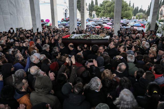 Θάνος Μικρούτσικος : Το συγκλονιστικό μήνυμά του που διάβασε ο γιος του | tanea.gr