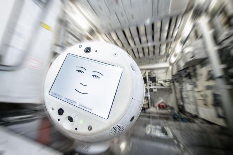 Αιωρούμενο έξυπνο ρομπότ που ταξιδεύει στο διάστημα | tanea.gr