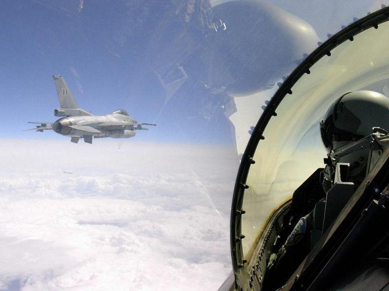 Κάνουν ό,τι θέλουν οι Τούρκοι: Προκάλεσαν εικονικές αερομαχίες με οπλισμένα μαχητικά   tanea.gr