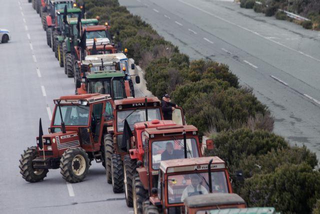 Αγρότες στήνουν μπλόκα σε Πλατύκαμπο και Φάρσαλα | tanea.gr