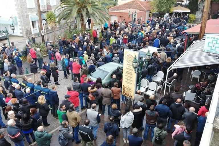 Ξεσηκωμός στη Λέσβο για νέες δομές και ΜΚΟ-διακινητές | tanea.gr