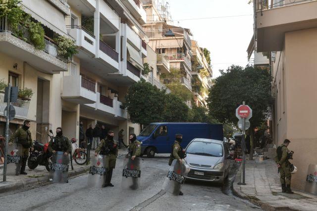 Προσαγωγές καταληψιών και κατοίκων στην επιχείρηση της ΕΛ.ΑΣ στο Κουκάκι   tanea.gr