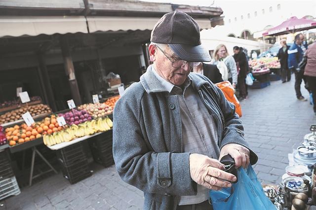 Αρχίζουν οι πληρωμές για συντάξεις, επιδόματα, δώρα | tanea.gr