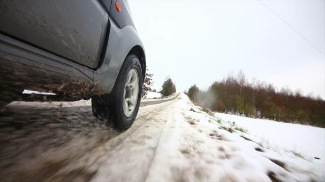 Πέρασμα από χιόνι με 4Χ4: Γιατί πρέπει να ξεφουσκώνουμε τα ελαστικά | tanea.gr