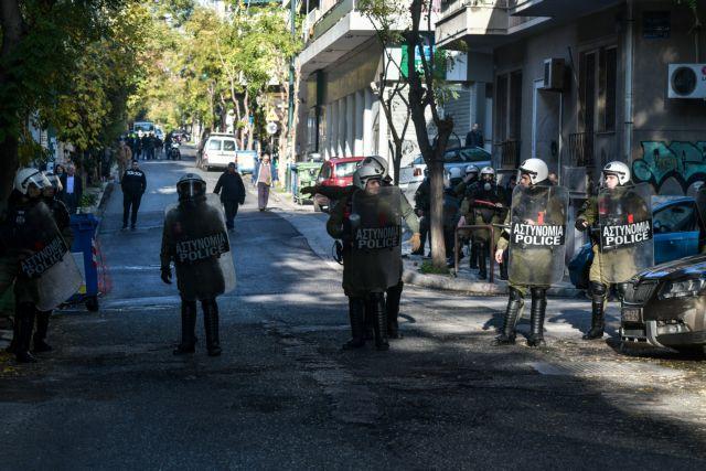 Οργισμένες αντιδράσεις για την αστυνομική βία στο Κουκάκι   tanea.gr