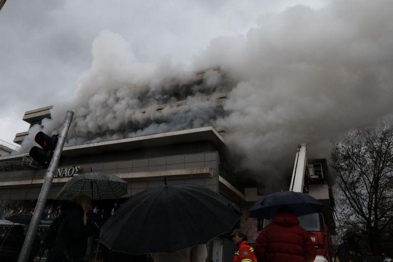 Υπό έλεγχο η φωτιά που ξέσπασε σε πολυκατάστημα στον Χολαργό   tanea.gr